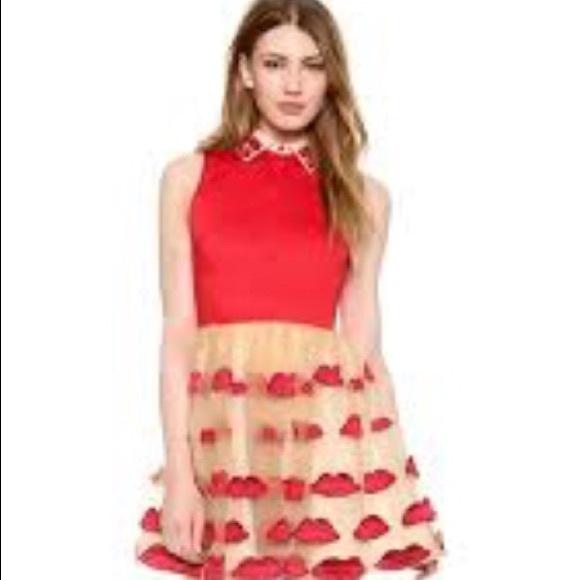 Alice + Olivia Dresses   Skirts - Alice + Olivia Lip Print Kiss Dress NWOT  XS 8c127321c
